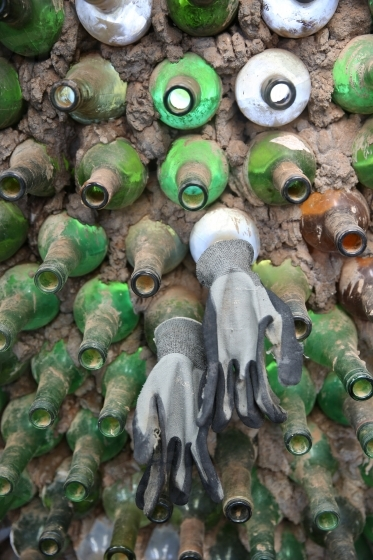 Cement wall made with glass bottles