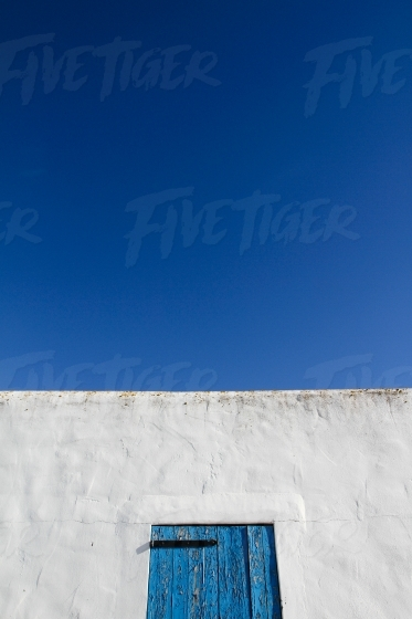 Whit wall blue sky